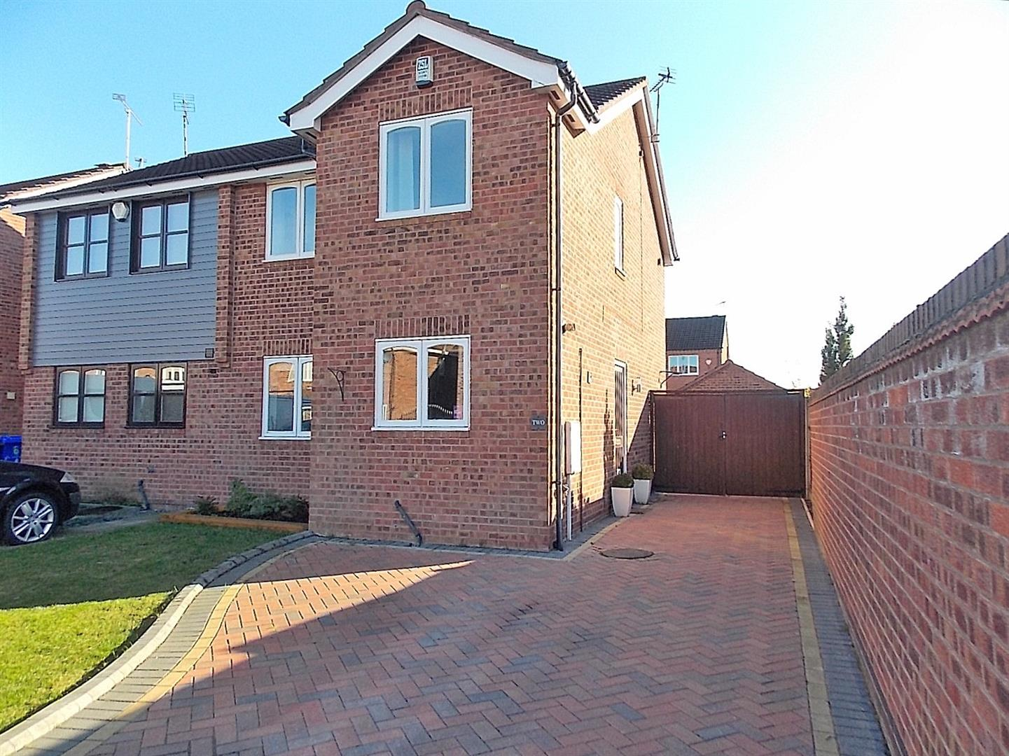 3 Bedrooms Semi Detached House for sale in Wittering Close, Long Eaton